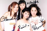 2000年11月推出了首張同名專輯《Fall in love》
