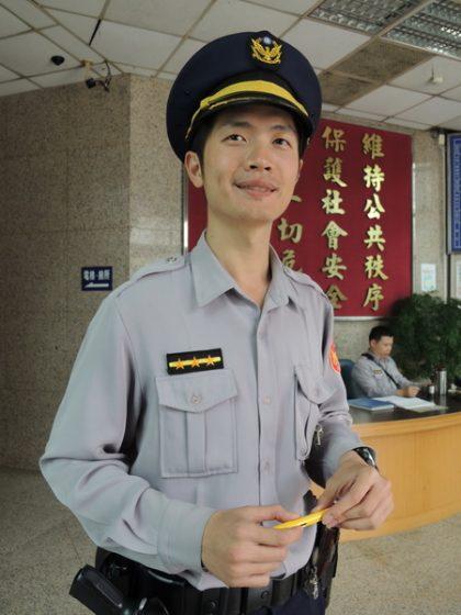 超人氣「微笑警察」結婚 賓客半數是「路人」
