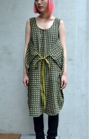 一件衣服三種穿法 木刻印綁帶點點洋裝有個性