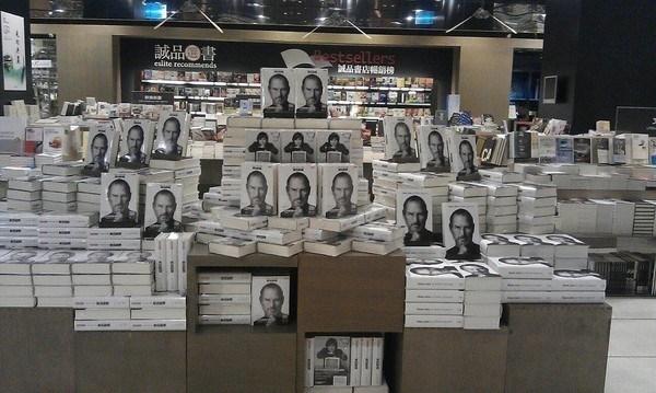 書店裡的特技 擺書也可以是門藝術
