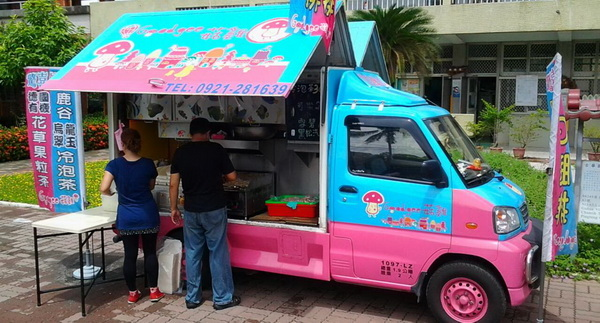 謝謝叔叔們!造型餐車驚喜開進古華國小獻愛心