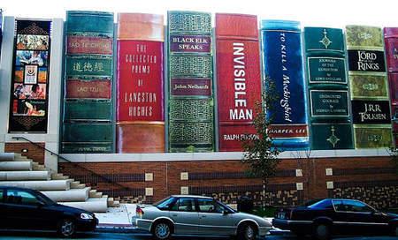 奇聞/進擊的停車場 「超大型書本」降臨地表