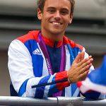 帥氣跳水王子Tom Daley認了「他」