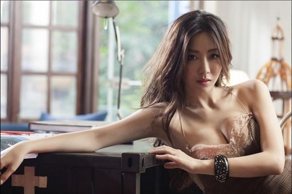 哇!/這是奕菲嗎? 安唯綾甜美起床號so sexy~