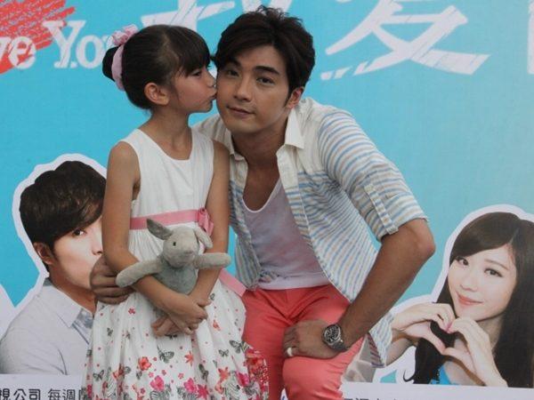 賀軍翔和女兒Ella玩親親 要加臉書被拒好傷心