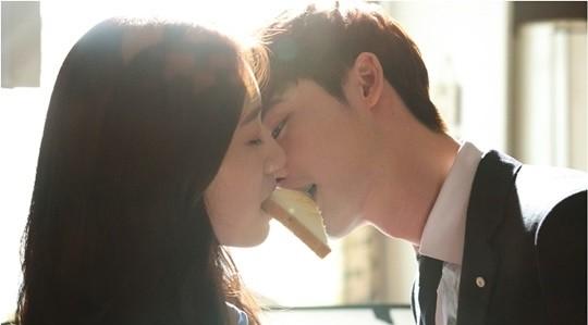 壁咚有什麼稀奇? 《皮諾丘》麵包之吻最經典!