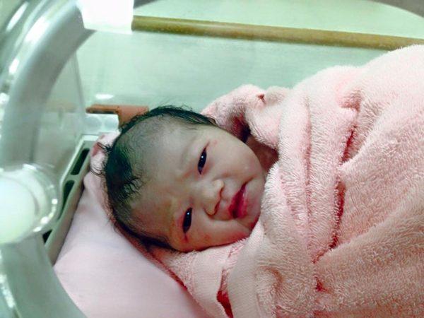 [捷報]小籃球誕生 母女平安 藍正龍簡短發文充滿父愛
