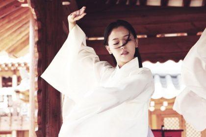 出道16年首演古裝片  申河均《情慾王朝》情牽性感舞妓姜漢娜