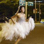 藍心湄為《大齡女子》演技爆發   穿婚紗街頭狂奔   跳水一鏡到底