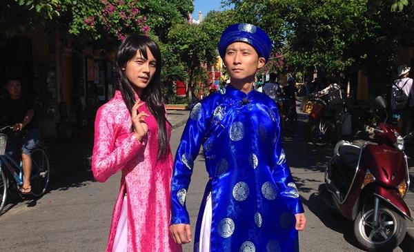 浩子靠「衣裝」擄獲越南少女芳心