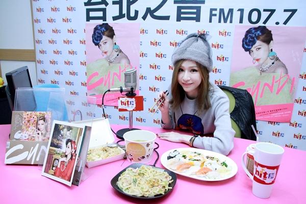 王心凌揪粉絲吃午餐  開唱不忌口笑稱「爸媽生得好」