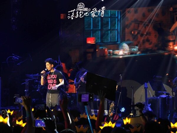 《落跑吧愛情》北京開唱 任賢齊淚灑舞台