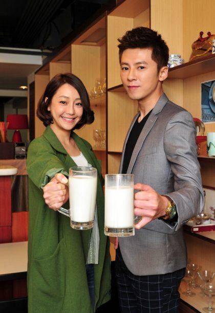 《我和我的十七歲》喝牛奶慶功盼收視頭好壯壯  謝欣穎這個舉動讓李國毅暖暖的…