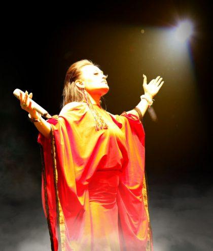 睽違五年重登金曲 「美聲天后」紀曉君化身大地女神以歌關懷社會議題