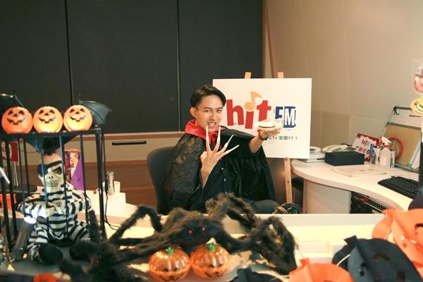 「夜驚魂DJ」林宥嘉電台代班 扮吸血鬼穿腳臭披風