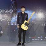 送上訂製吉他 李榮浩點燃『大炮竹』象徵演唱會『勢如破竹』