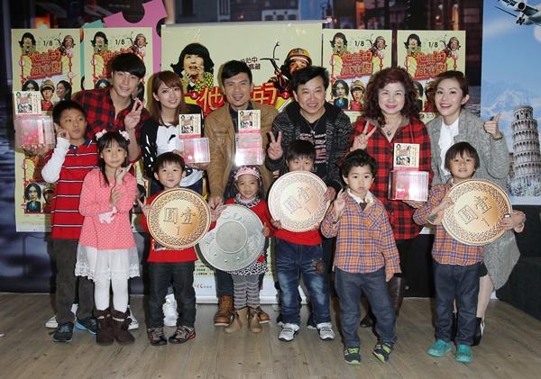 紅心字會冬季送暖 演員唐振剛、阿喜、王宇婕、郭耀仁陪伴貧童過耶誕