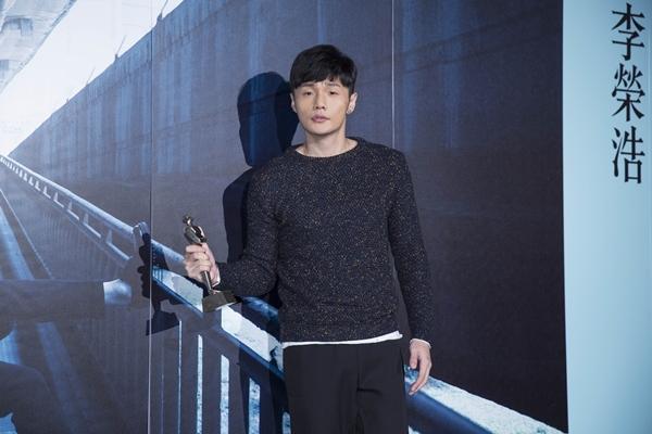 『有理想』精選收錄11首歌  李榮浩在音樂上『不將就』