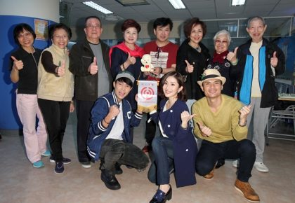 藝人蕭瑤、王宇婕母女檔,郭耀仁、許仁杰帶媽媽們 與紅心字會長輩們歡樂過新年