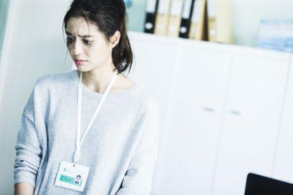 白歆惠為《銷售奇姬》不計形象扮醜 頂著「熊貓裝」嚇壞路人!