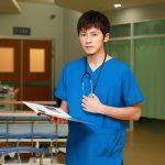回憶急診室傷患、解剖景象!  李國毅強忍繼續演:「當醫生還有在怕這個嗎?」